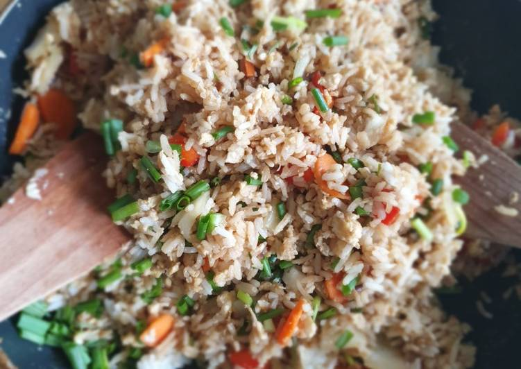 Steps to Make Speedy Stir fried rice with eggs and vegetables