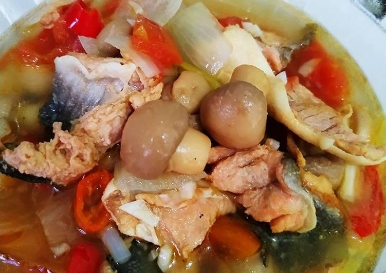 02. Tetelan ikan salmon dan jamur kancing kuah segar