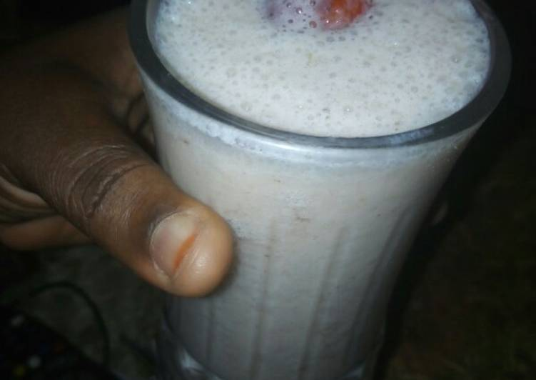 Steps to Make Award-winning Banana and strawberry smoothie