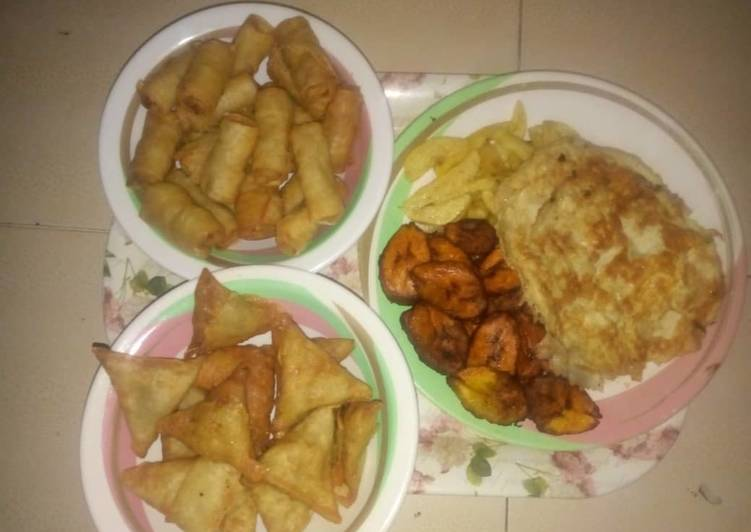 Potatoes chips,plantain&fried egg