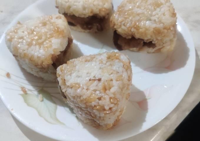 Sukiyaki Beef Onigiri (牛肉すき焼きお握り)