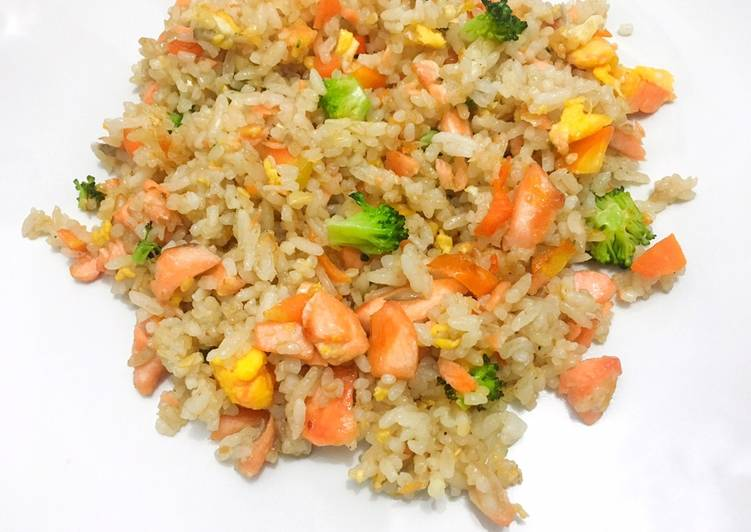 Nasi goreng pelangi mahal dan pedas