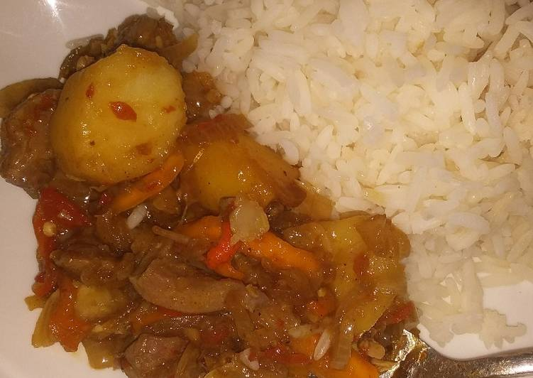 Recipe of Perfect Potato and chicken sauce wit white rice