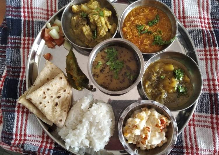 What are some Dinner Easy Winter Gujarati Thali