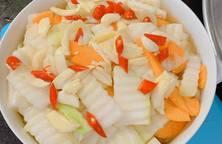 Dưa góp su hào, cà rốt- món ăn không thể thiếu trong những ngày Tết và những bữa ăn nhiều thịt ?