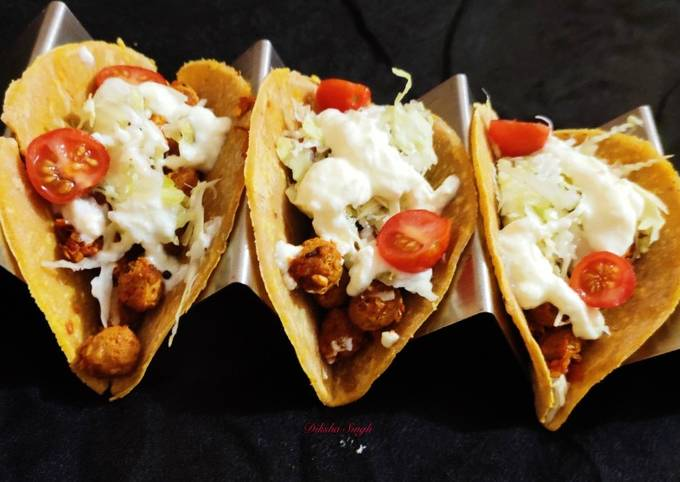 Soft tacos with soya and bean filling