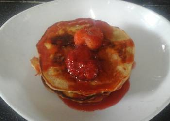 How to Prepare Perfect Vegan Pancakes with Strawberry sauce