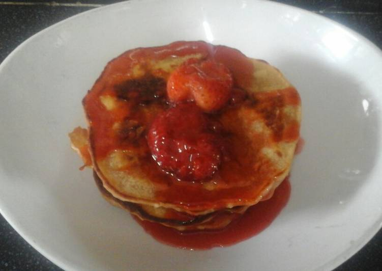 How to Prepare Tasty Vegan Pancakes with Strawberry sauce