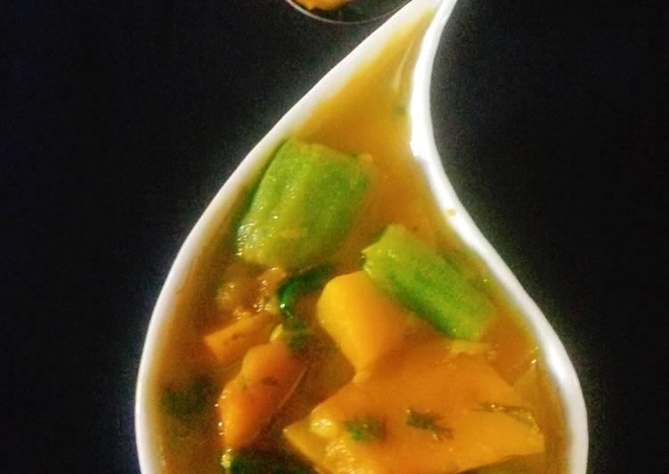 Torai Aur Kaddu ki Sabji (Ridge gourd & pumpkin curry)