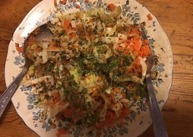 Salade de jeunes endives et carottes râpées au vinaigre d abricot et persil