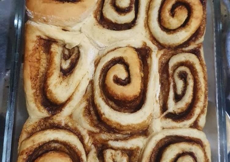 Cinnamon roll (roti gulung kayu manis)