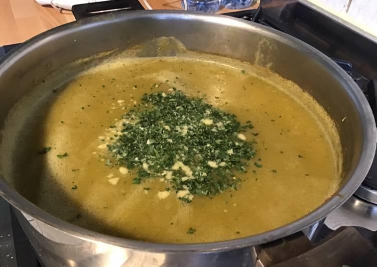 Soupe de brocolis courgettes poireau et pommes de terre aux épices