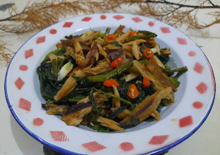 Tumis Kangkung Tongkol Suwir 🌶 - cookandrecipe.com