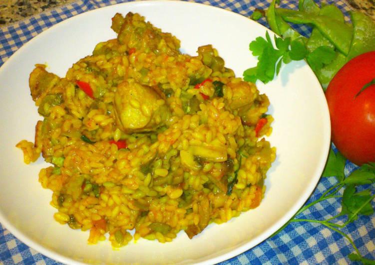Arroz con carne, champiñones, tirabeques y verduritas de la huer