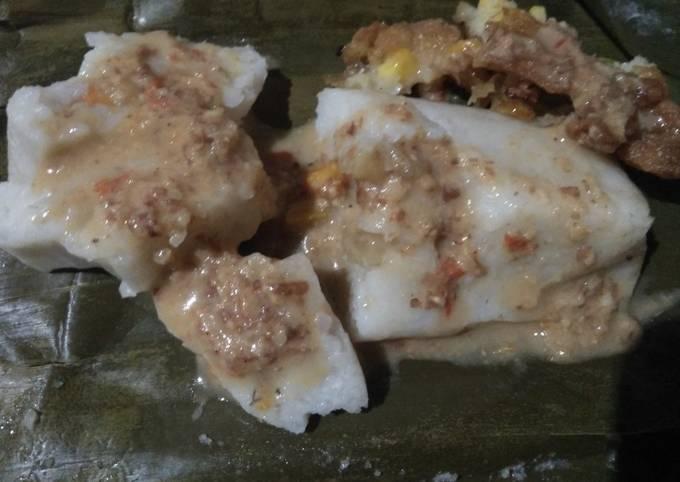 Lontong isi sayur (kentang&wortel)