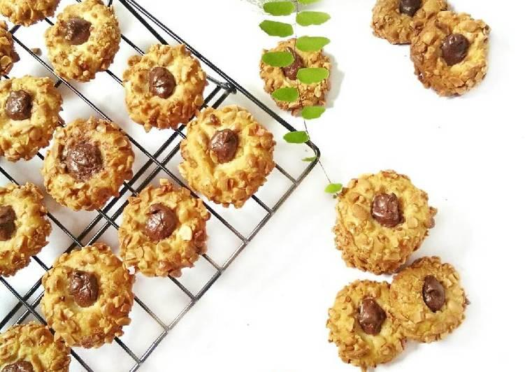 Chocolate Peanut Thumbprint Cookies (#pr_kuekering)