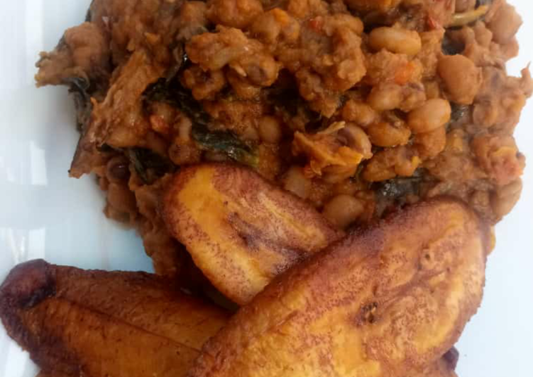 Porriage beans with fried plantain