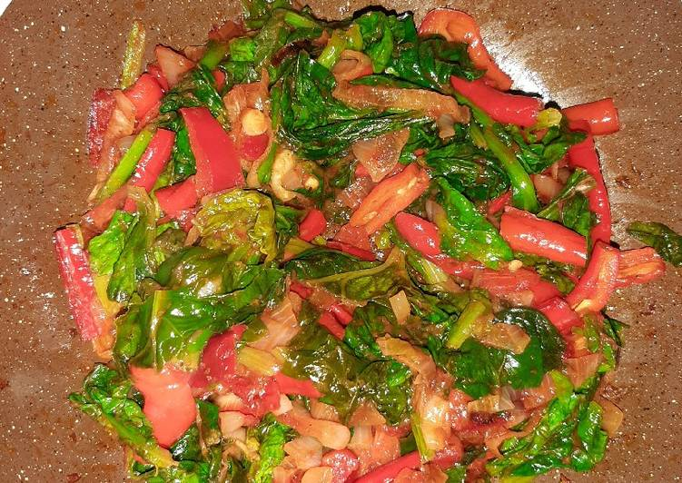 Recipe of Ultimate Spinach with tomato paste (Salçalı Ispanak)