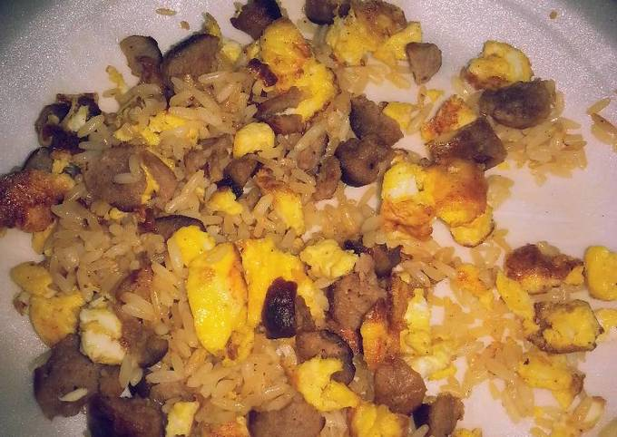 Hot rice with sausages and scramble eggs
