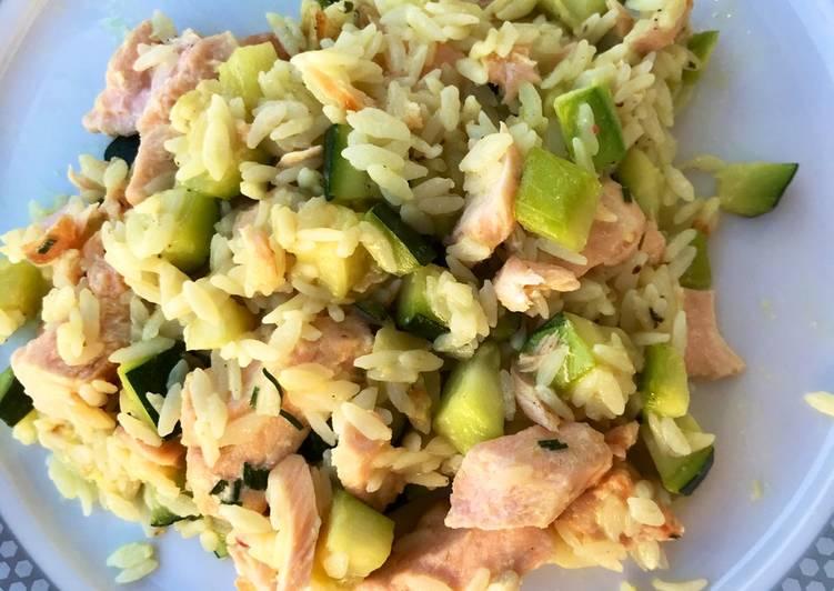 Poêlée de riz courgette saumon au lait de coco/ citron/ gingembre