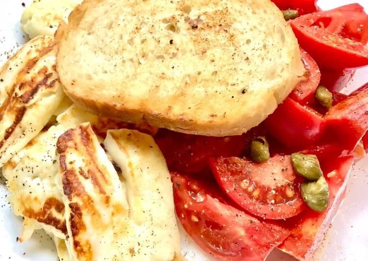 Grillowany ser halloumi z pomidorami i kaparami główne zdjęcie przepisu