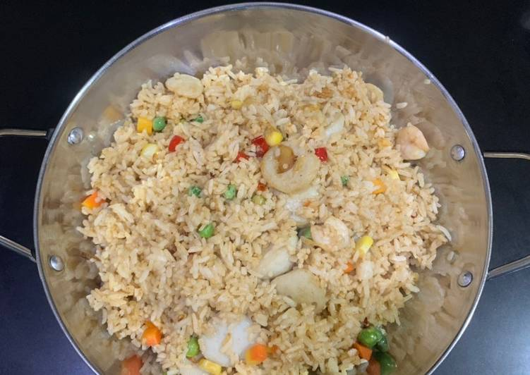 Nasi goreng seafood yang zhou