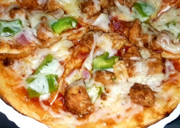 Chicken pizza with Indian twist