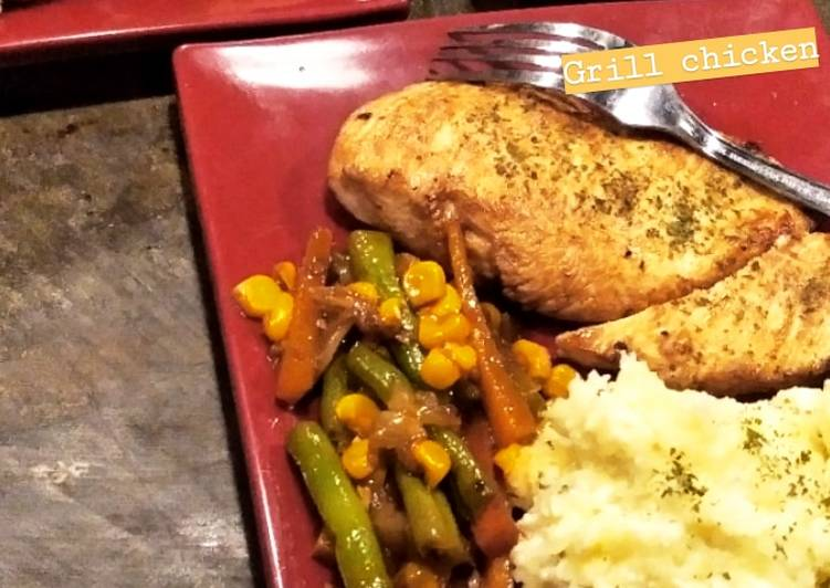 Grill chicken with mashed potato