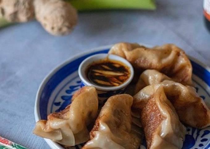 Vegetarian gyoza (dumpling)