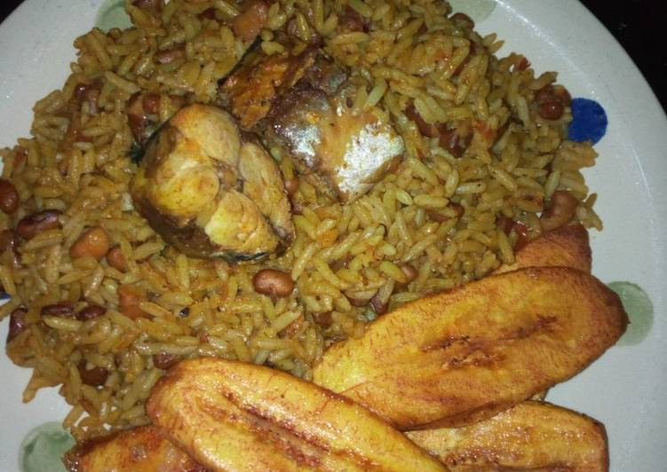 Okpehie rice with fish and plantains