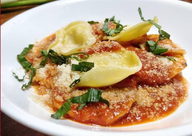 Tortellini Pasta in Red Sauce