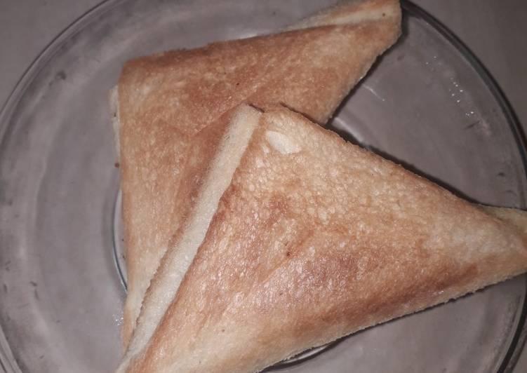Roti Panggang isi abon ayam pedas