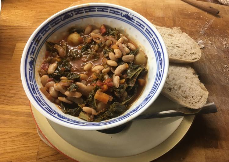 How to Prepare Any-night-of-the-week Italian Tomato Stew with Kale and Cannelini beans