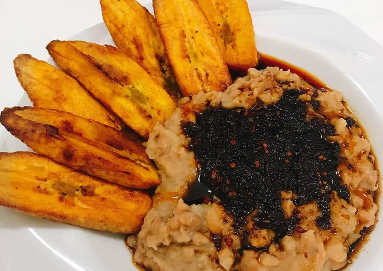 How to Improve Your Mood with Food Ewa agoyin and fried plantain
