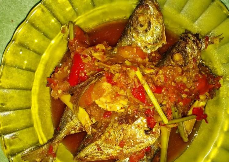 Cara Gampang Membuat Ikan kembung sambal tomat yang Bisa Manjain Lidah