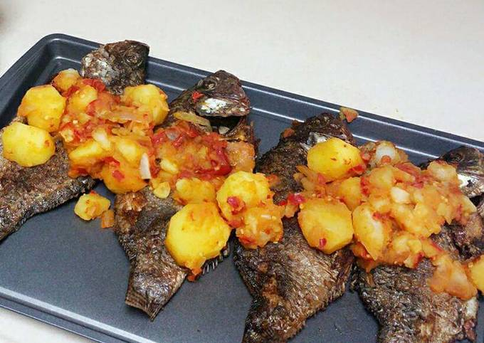 Grilled fish garnished with potatoes