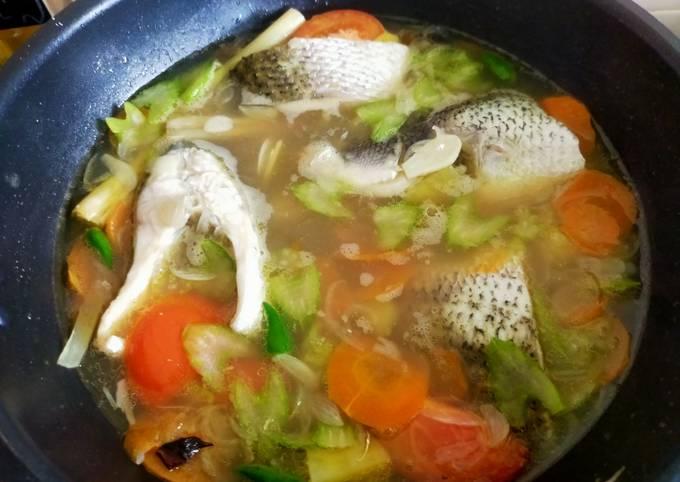 Cara Gampang Menyiapkan Sup ikan siakap yang Enak
