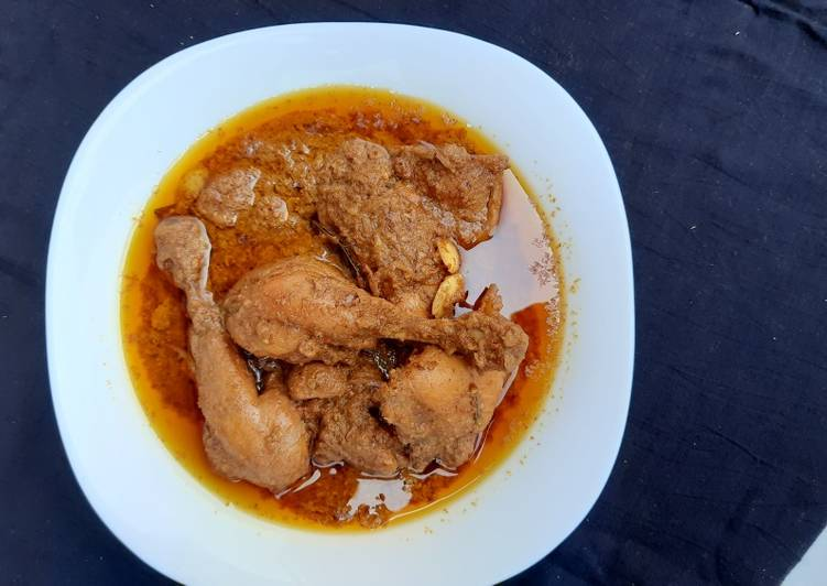 Chicken in cashew nut gravy