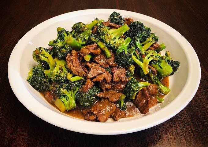 Sautéed Broccoli and Beef with Sesame Gravy