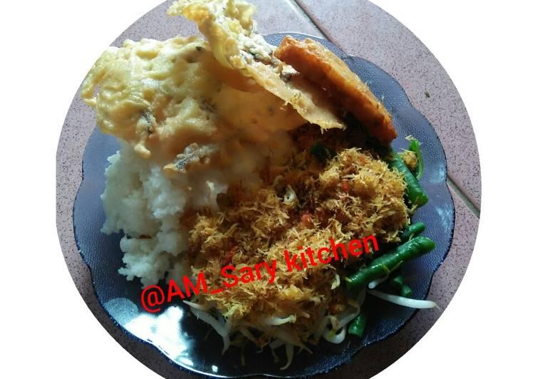 Nasi Jagung Urap dan peyek teri khas desa