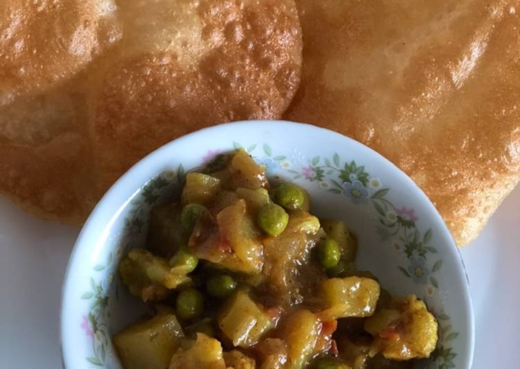Steps to Make Homemade Aloo Gobhi Peas masala for poori, chapati/naan