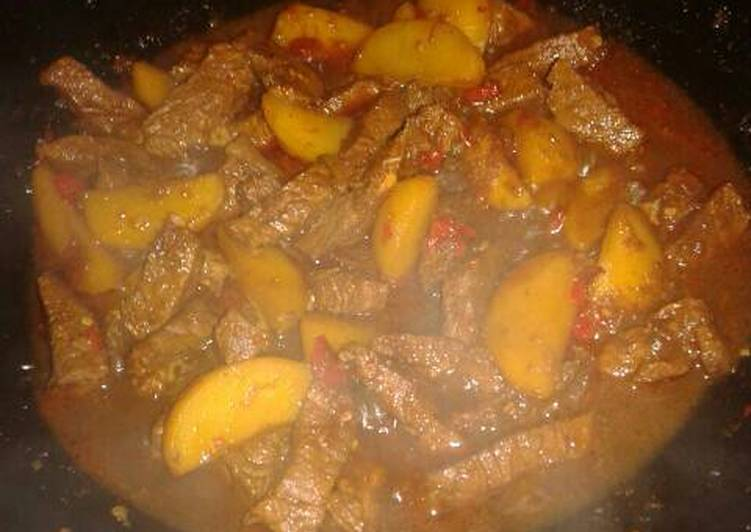Semur kentang daging sapi