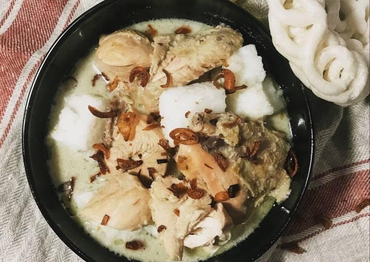 Opor ayam putih dengan ketupat - cookandrecipe.com