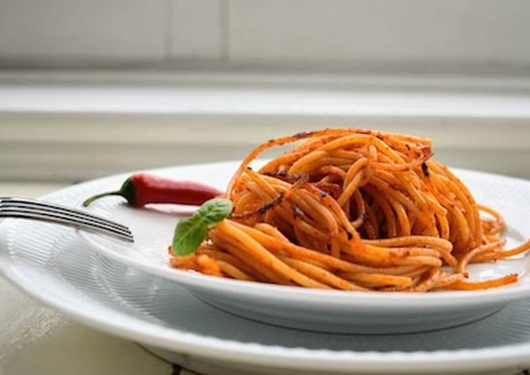 Spaghetti all´ assassina: croccanti spaghetti cotti in padella tipici di Bari