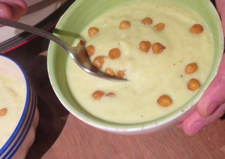 Velouté au chou-fleur, chèvre et curry