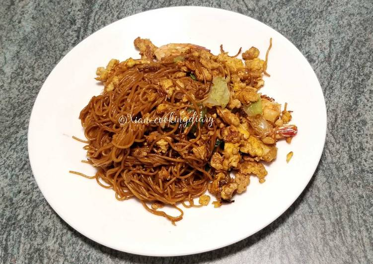 Indonesian Fried Noodle (Mie goreng)