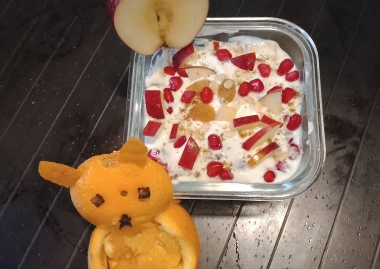 Yoghurt fruit raita