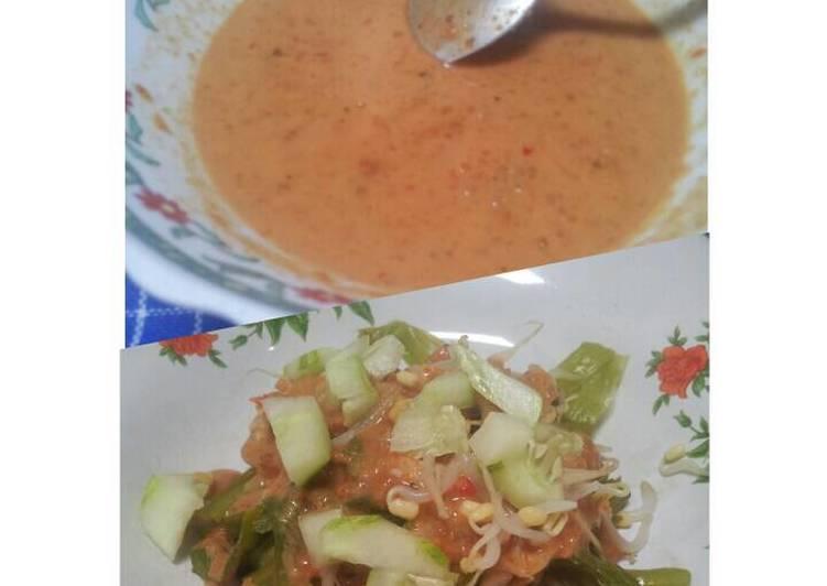 Pecel madiun. sambal pecel. healhty java salad
