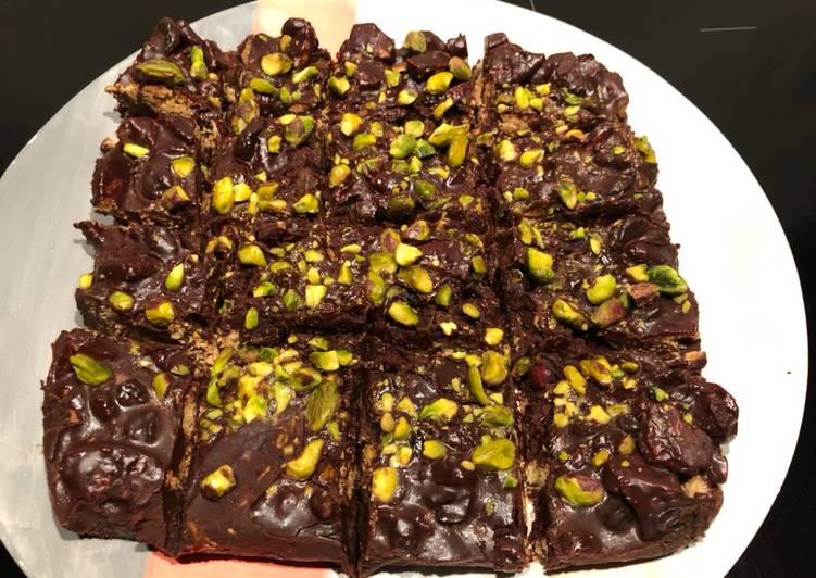 How to Cook Delicious Chocolate & pistachio fridge cake