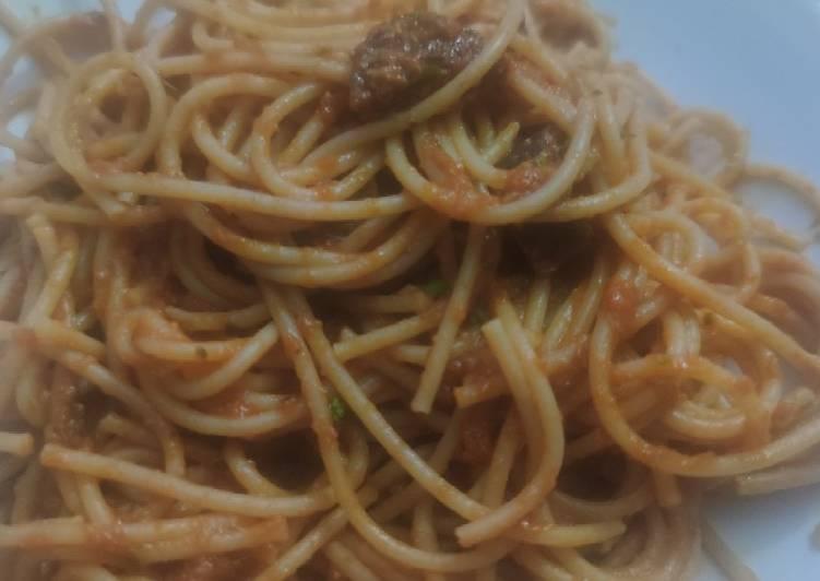 Espaguetis integrales con salsa de tomate y ricota